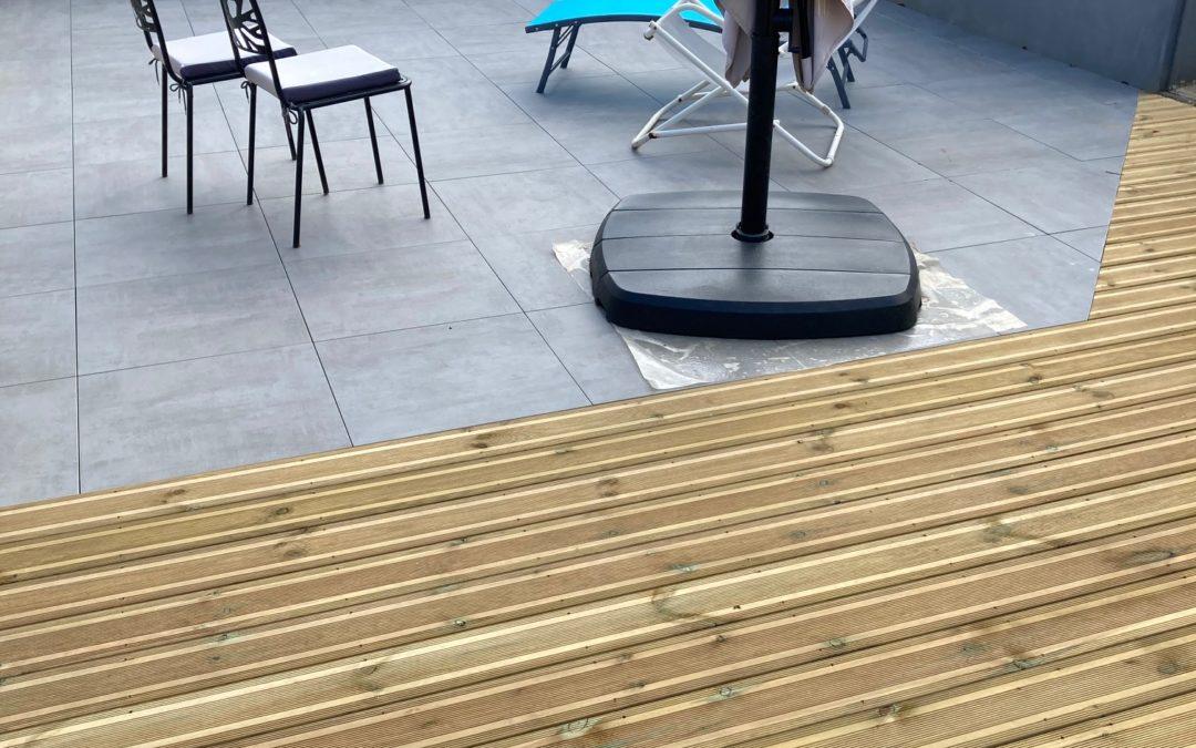 Terrasse bois et dalles minérales à Plélo (22)
